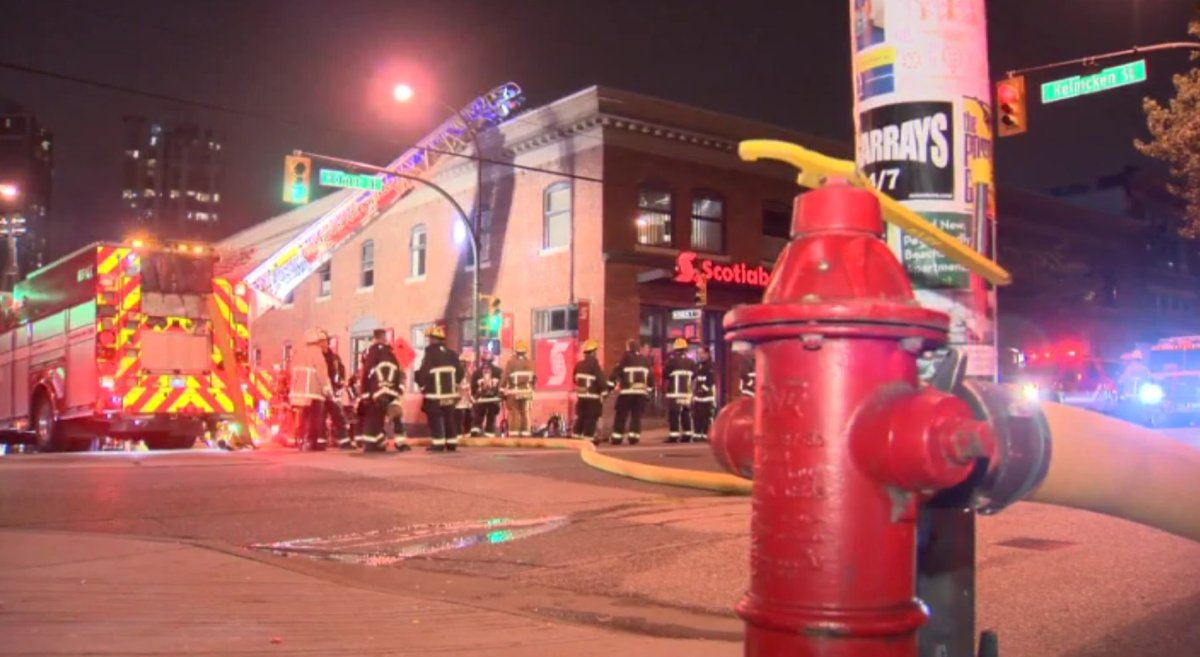 Vancouver firefighters managed to quickly snuff out a rooftop fire attributed to a faulty HVAC system in Yaletown Sunday night.