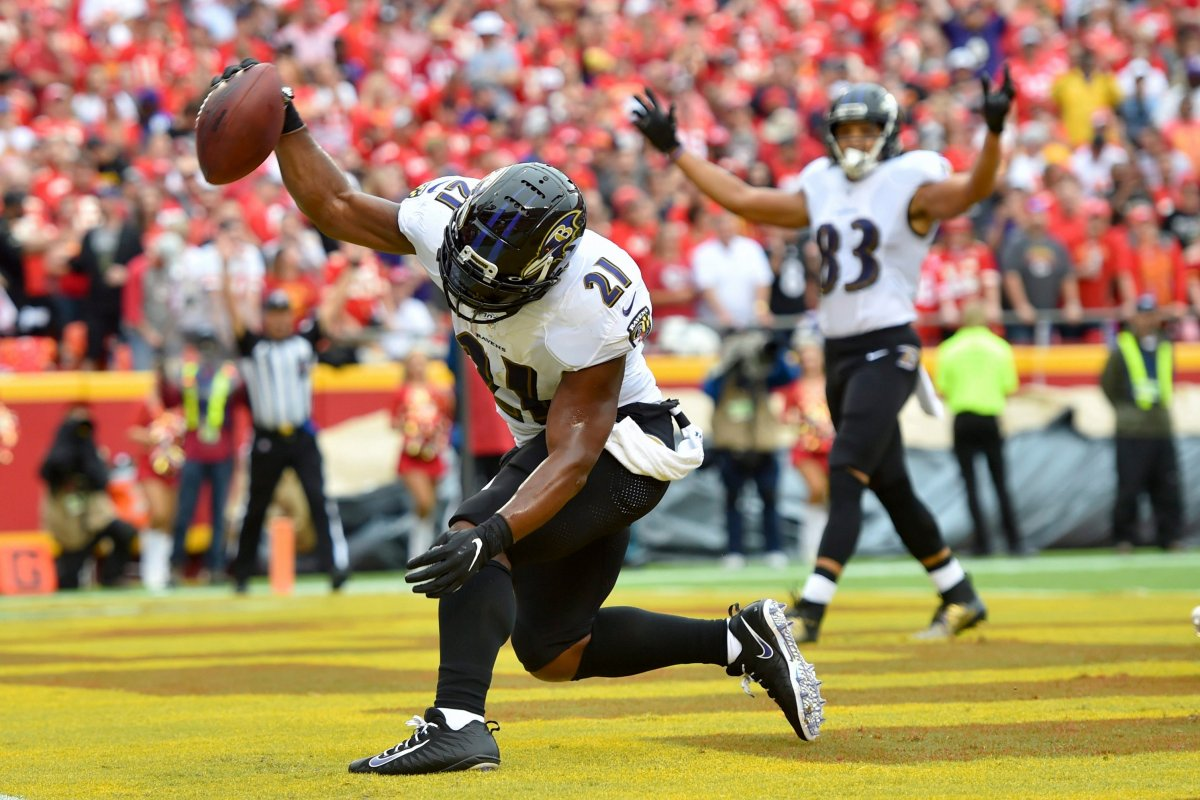 Running back Mark Ingram II (21) is one of several players on the Baltimore Ravens to test positive for COVID-19.