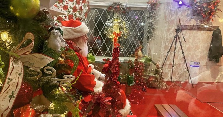 Santa's House officially opens in London, Ont.