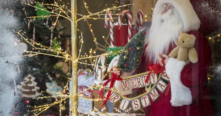 Dinner with mannequins, virtual Santa: How Canadians are spending COVID Christmas – National