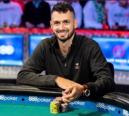 Professional poker player Alex Livingston tweeted a call to Nova Scotian families in need of funds for Christmas gifts, asking them to message him through Twitter for help.