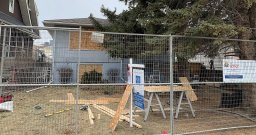 Continue reading: Alberta sheriffs shut down suspected drug house in northeast Calgary