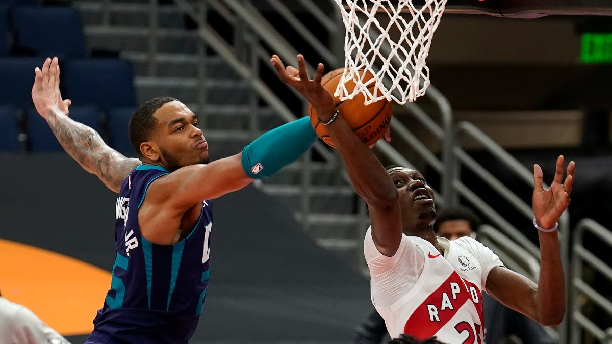 Charlotte Hornets forward P.J. Washington (25) blocks a shot by Toronto Raptors forward Chris Boucher (25, right) during the second half of an NBA basketball game Thursday, Jan. 14, 2021, in Tampa, Fla. (AP Photo/Chris O'Meara).