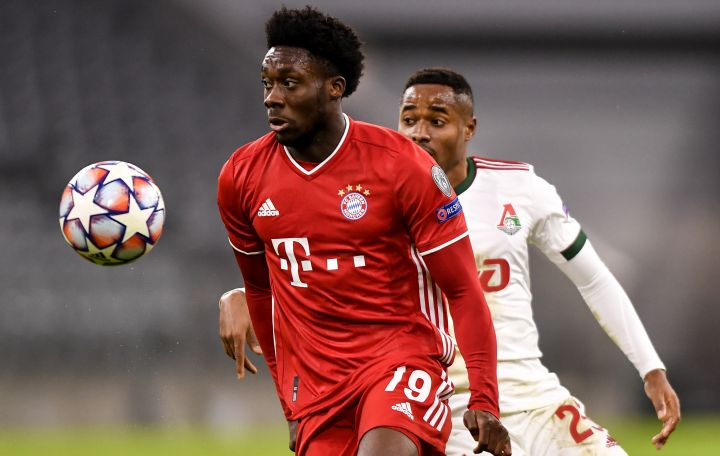 Alphonso Davies (L) of Bayern Munich in action against Francois Kamano (R) of Lokomotiv Moscow during the UEFA Champions League group A soccer match between Bayern Munich and Lokomotiv Moscow in Munich, Germany, 09 December 2020.