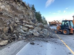 Continue reading: Rockslide closes Pelmewash Parkway in Lake Country