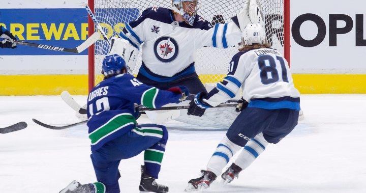 Hellebuyck perfect as Winnipeg Jets beat Vancouver Canucks 4-0