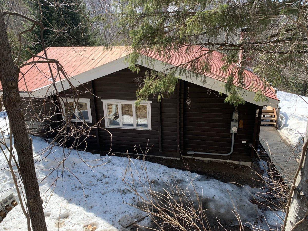 Four season cottage for sale near Saint-Sauveur