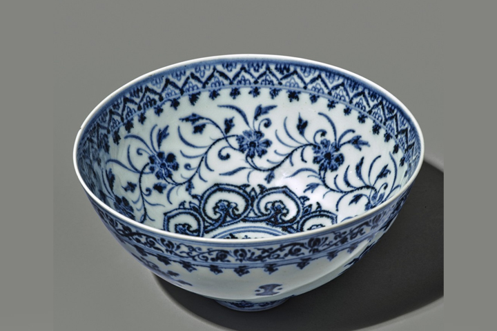 A rare blue and white 'floral' bowl from the Ming dynasty is shown.
