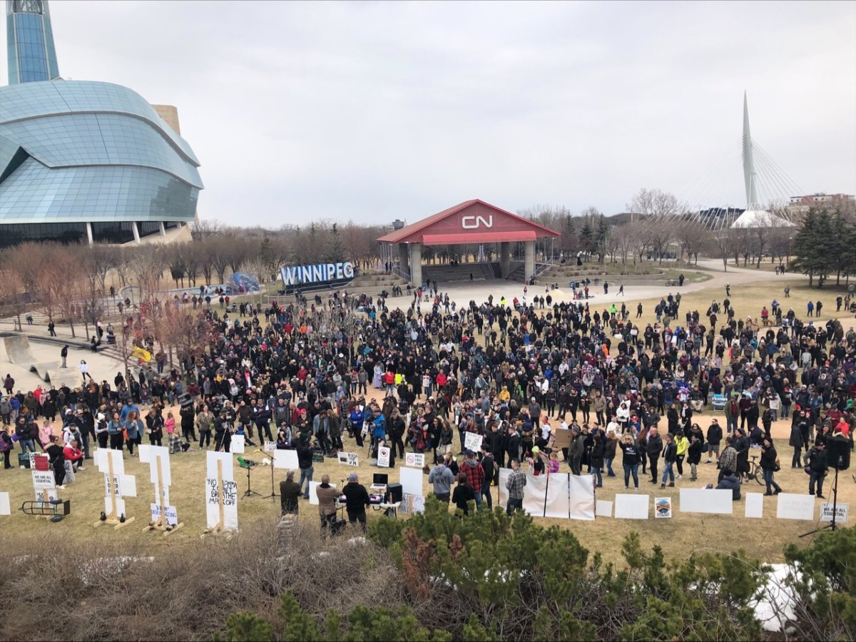 Hundreds of mostly-maskless Manitobans crowded the grounds at The Forks earlier this spring in protest of COVID-19 restrictions./GLOBAL NEWS.