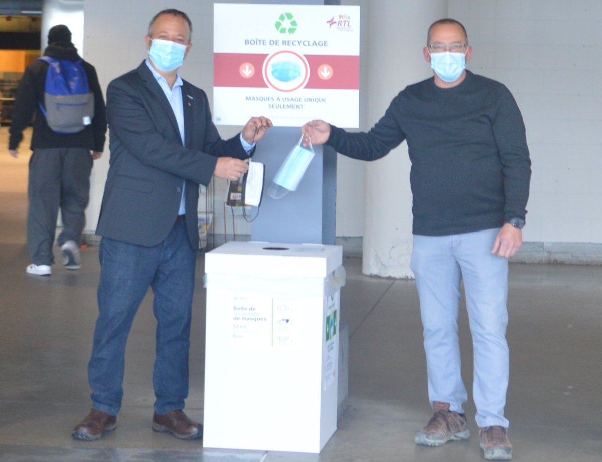 The RTL has set up boxes at the Longueuil terminus for masks to be recycled. Thursday, April 22, 2021.