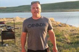 Continue reading: Man stabbed in downtown Calgary remembered by friends as search for killer continues