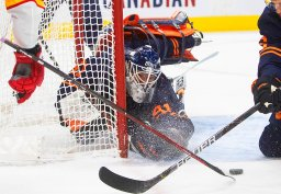 Continue reading: Edmonton Oilers Mike Smith all in for playoff run