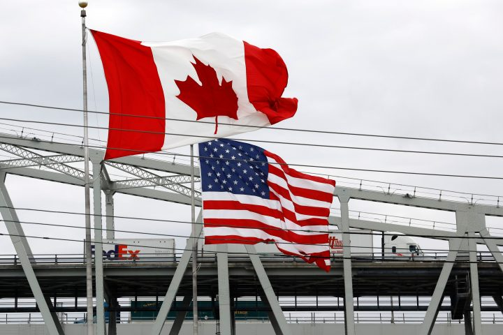 U.S. eases COVID-19 travel advisory for Canada — but no word on border reopening thumbnail