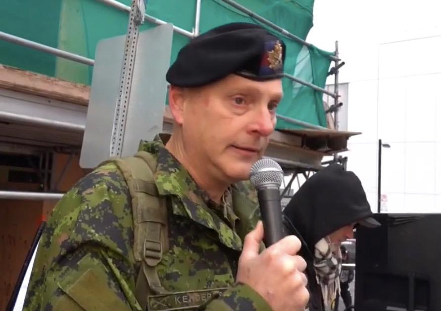 """Kanadische Streitkräfte klagen Reservist an, der auf einer Kundgebung über """"Killer-Impfstoff"""" sprach"""
