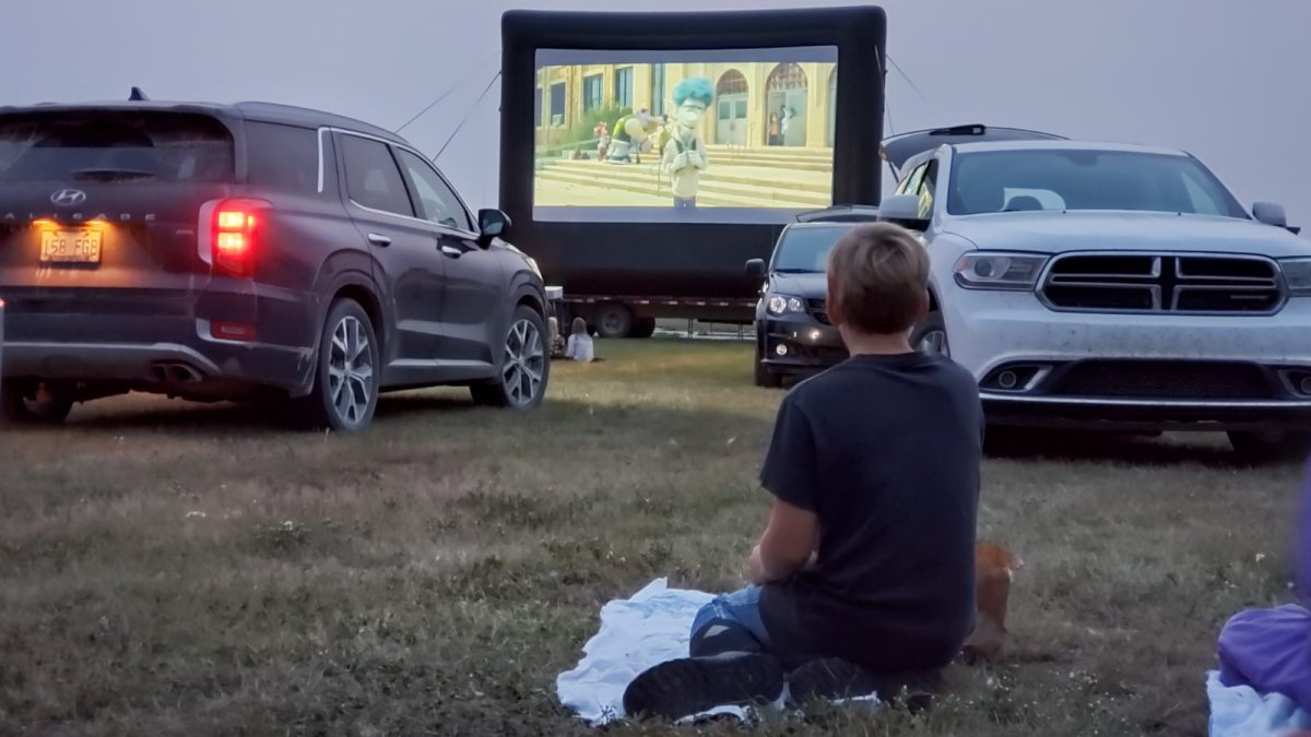 A drive-in movie experience is popping up by Saskatoon this weekend to offer customers some cinema under the stars.