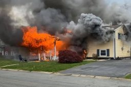 Continue reading: Woman allegedly set occupied home on fire, watched it burn from lawn chair