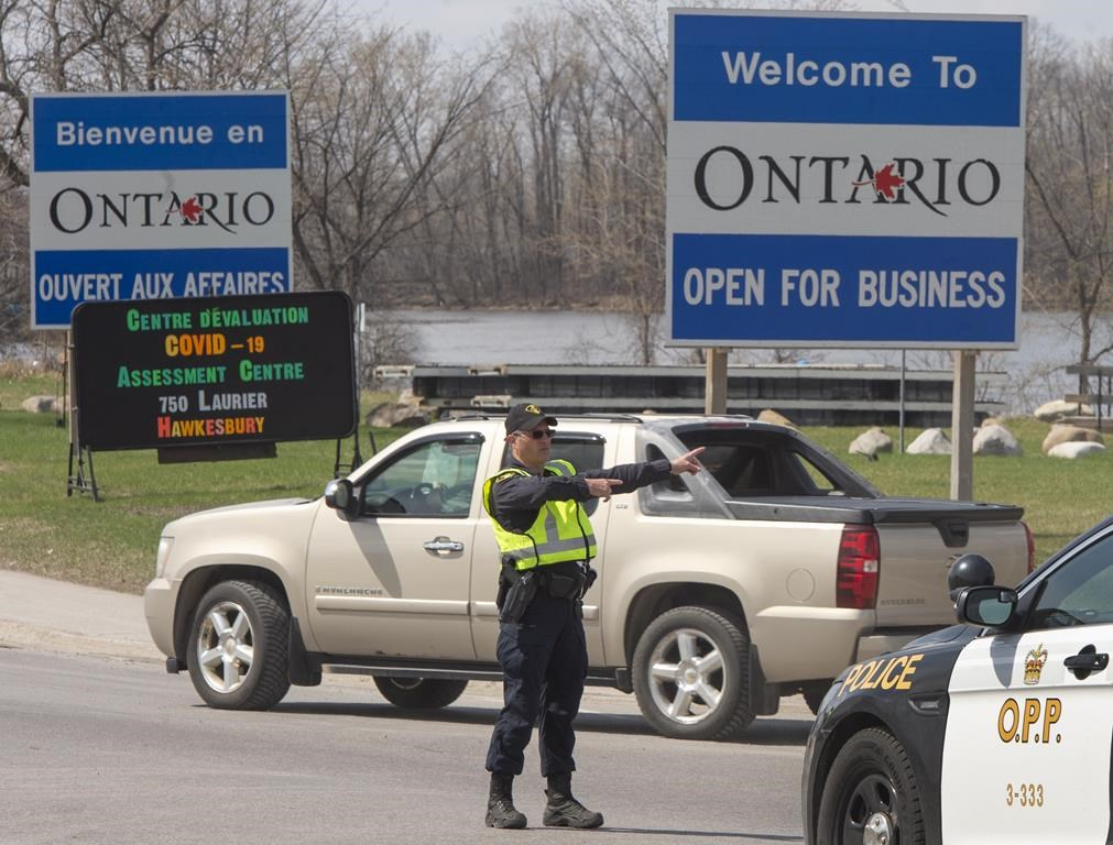 Ontario Provincial Police check travellers entering Ontario from Quebec as new COVID-19 measures take effectin Hawkesbury, Ont., on April 19, 2021. THE CANADIAN PRESS/Ryan Remiorz.
