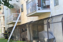 Continue reading: Kelowna building evacuated, 'distraught' man barricades himself inside