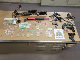 Continue reading: Meth, fentanyl, guns, money seized in Tomby Court drug bust, say Kelowna RCMP