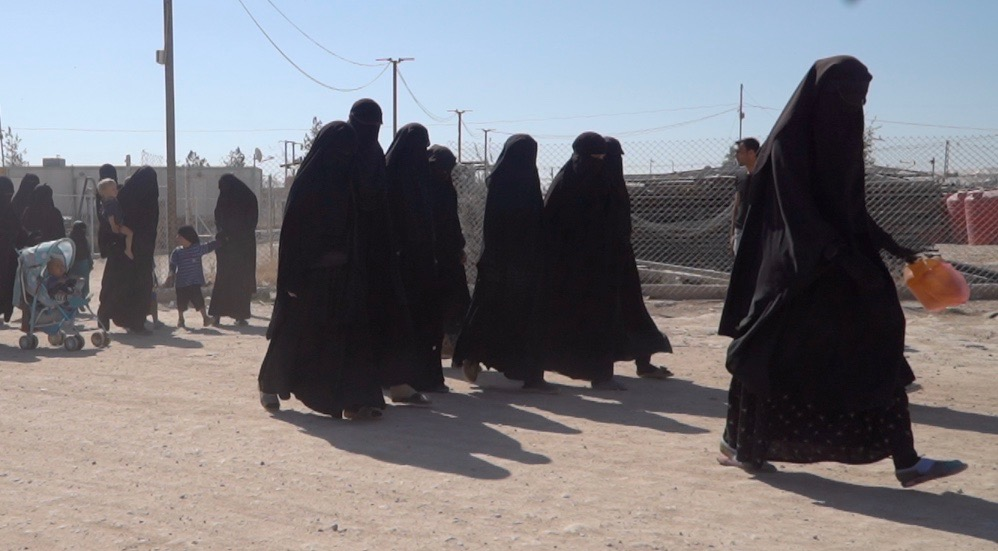 Canadian woman released from ISIS camp cooperating with police, former ambassador says - image