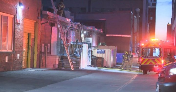 Calgary firefighters extinguish downtown dumpster fire that spread to building – Calgary
