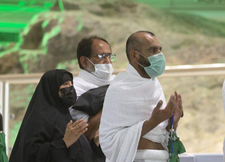 Muslimische Pilger beten vor dem Al-Safa-Berg in der Großen Moschee, einen Tag vor der jährlichen Hadsch-Wallfahrt, Samstag, 17. Juli 2021.