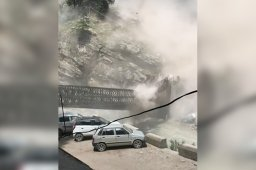 Continue reading: Falling boulders kill 9 tourists in India landslide caught on video
