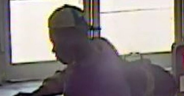 Man sought after allegedly trying to light people's clothes on fire in Toronto subway station – Toronto