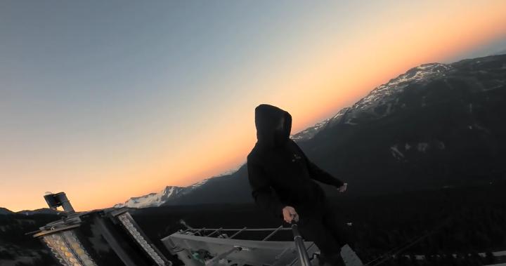 'Extremely dangerous': Toronto man films himself climbing Whistler Peak-2-Peak Gondola | Globalnews.ca
