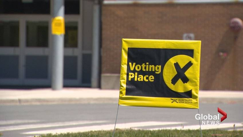 An Elections Canada voting place sign.