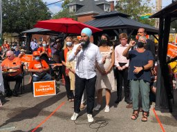 Continue reading: Jagmeet Singh stop in London lends last-minute rally for battleground riding