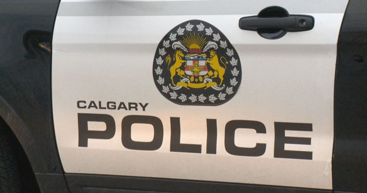 Calgary police investigating suspected armed robbery attempt outside southwest junior high – Calgary