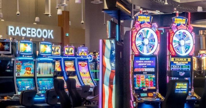 Belleville Shoreline Casino workers on strike due to wage negotiations breakdown – Kingston | Globalnews.ca